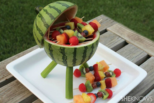 watermelon-grill-with-fruit-kabobs