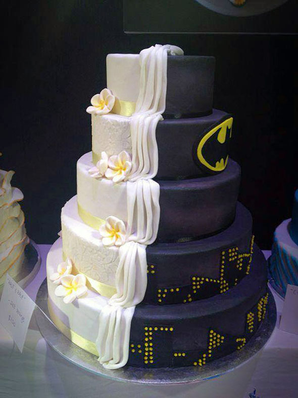 half-batman-half-traditional-wedding-cake-1