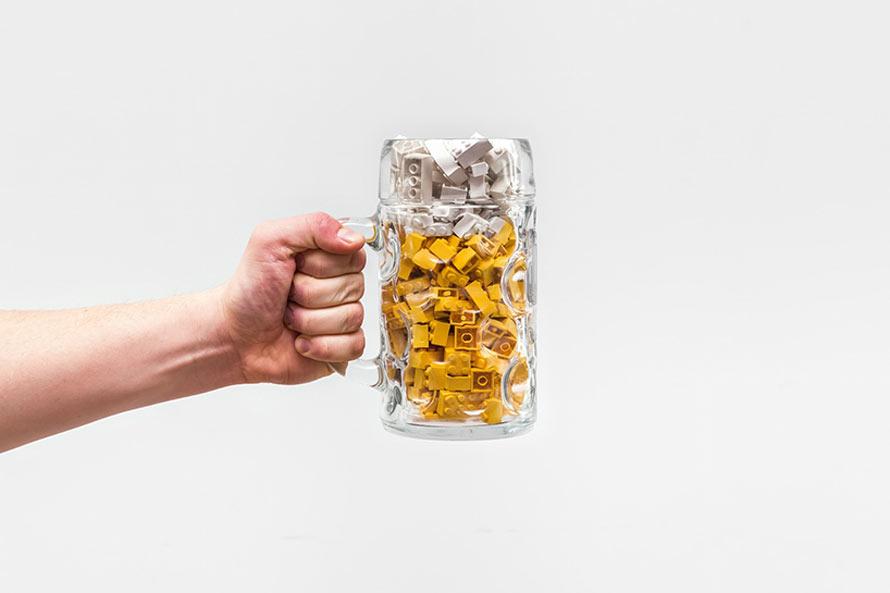 michal-kulesza-everyday-lego-art-designboom-016