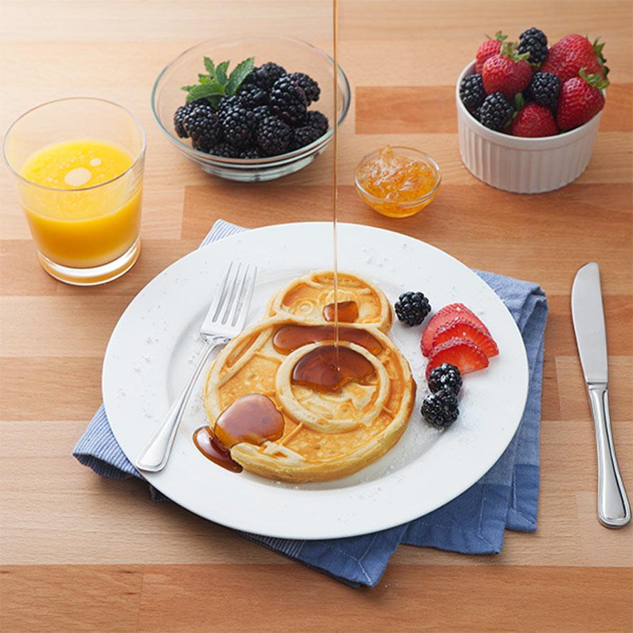 jgsh_sw_bb-8_waffle_maker_inuse